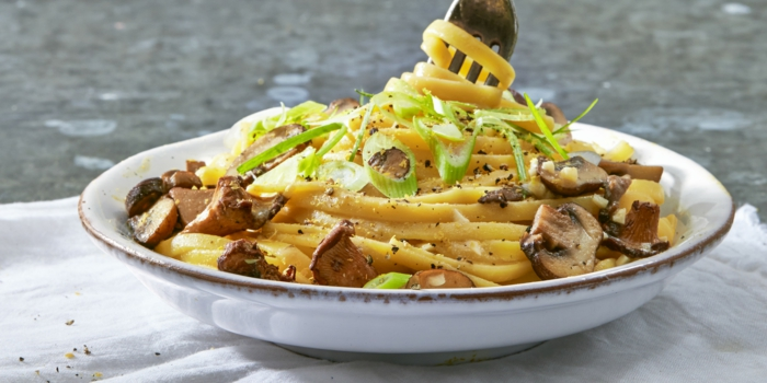 lin guini veganos con setas y calabacin , espaguetis con hongos veganos faciles de hacer, ideas de recetas veganas