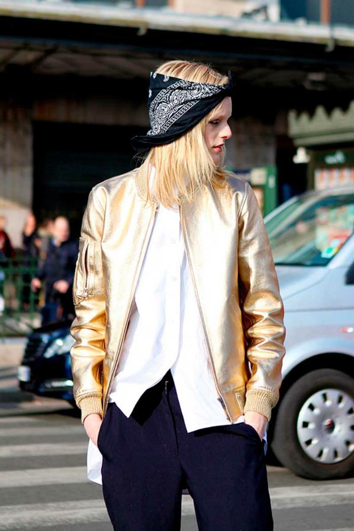 pañuelos para la cabeza moderno, tendencias en la ropa mujer 2018 2019, chaqueta en dorado