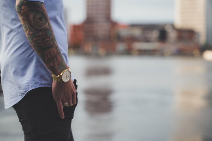 tatuajes tradicionales antebrazo entero, ideas de diseños de tattoos old school para hombres