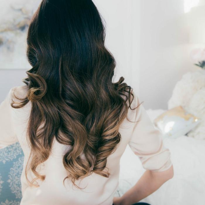 ideas de peinados faciles y rapidos con tutoriales paso a paso, cabello largo con mechas balayage y puntas rizadas