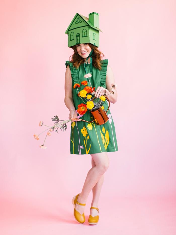 bonitas propuestas de disfraces de halloween caseros con tutoriales, vestido verde con estampado de flores