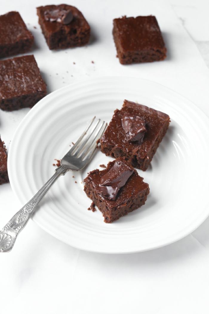 como hacer una tarta vegana de chocolate y calabaza, postres saludables aptos para veganos