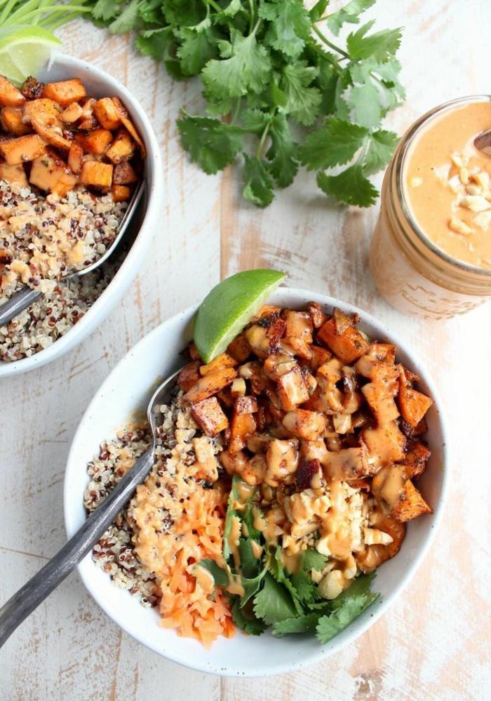 recetas para vegetarianos principiantes, ensaladas saludables con legumbres, quinoa cocida con patatas dulces al horno