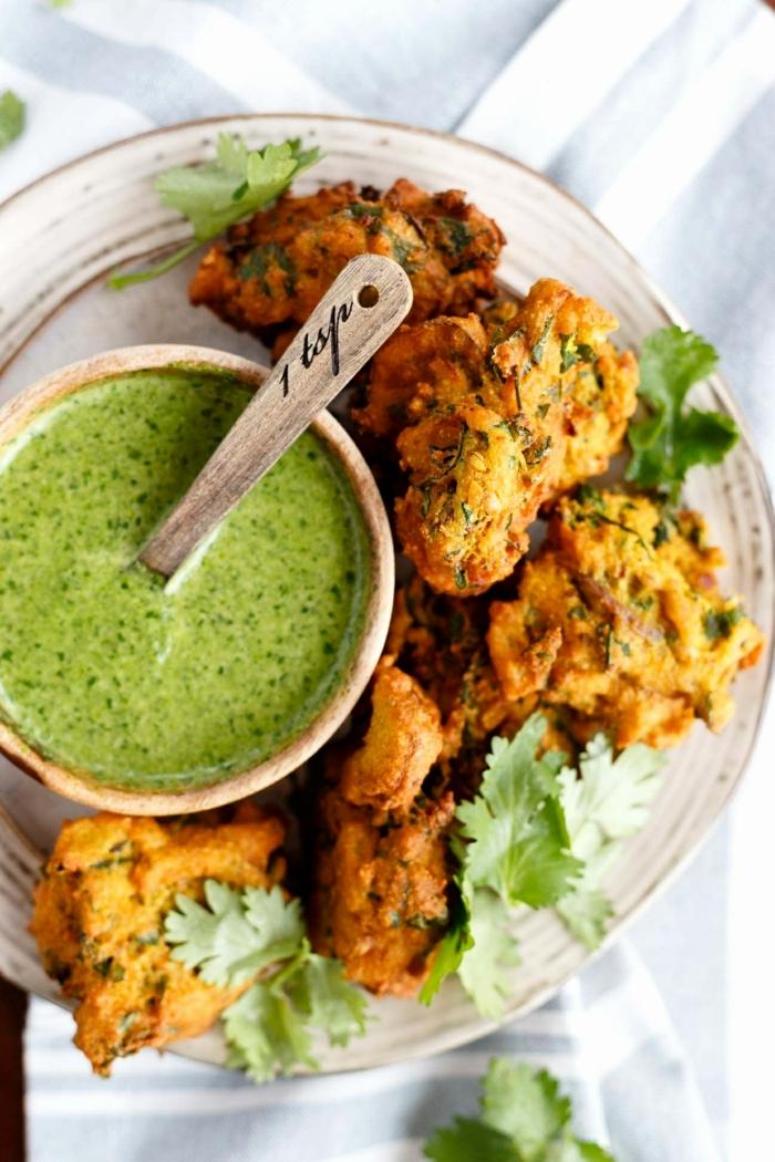 ricas propuestas de recetas para vegetarianos principiantes, coliflor empanado vegano con pesto casero