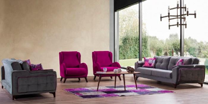 ideas pintura salon dos colores, grande salón decorado en beige, gris y color fucsia, grandes ventanales con vista al jardín