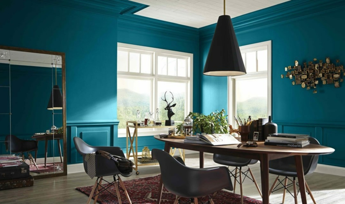 colores para paredes de salon que estarán en tendencia en 2019, paredes en color azul turquesa, decoración en la pared