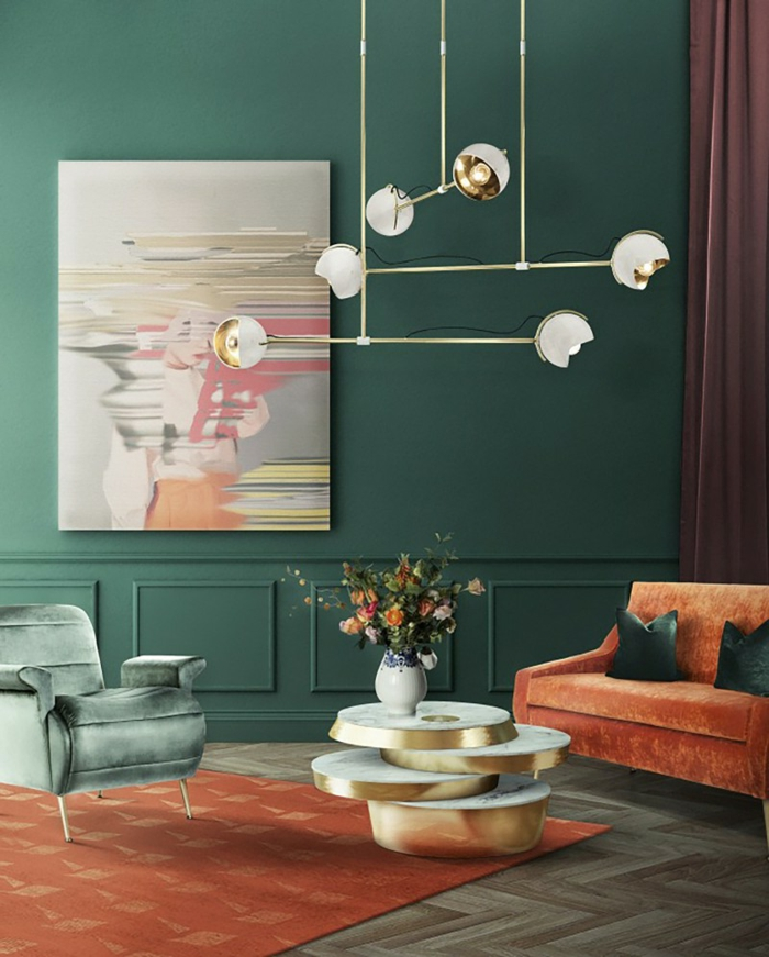 decoración de interiores 2019, paredes en verde oscuro, muebles en verde y color naranja, colores para paredes de salon