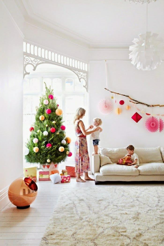 como adornar un arbol de navidad con pompones de papel, ideas sobre decoración navideña 2018