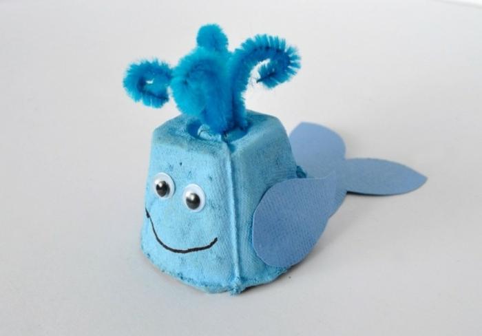 pequeñas ballenas DIY hechas de cartón, ideas de manualidades con cartulina y cartón en desuso