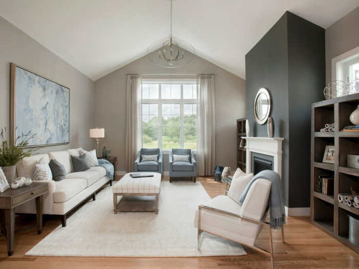 salón abuhardillado decorado en beige y gris, ideas de pintura salon dos colores, suelo de parquet