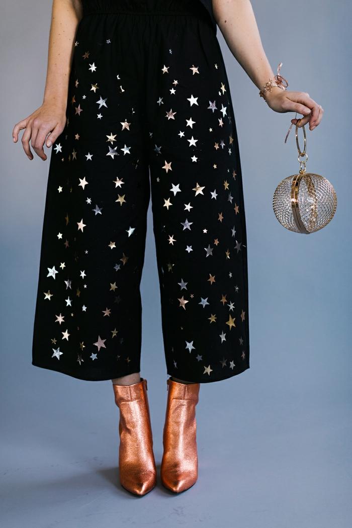 disfraces sencillos para Halloween, prendas decoradas, botas en color metálico, accesorios color metálico