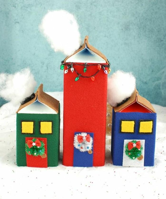 decoración navideña DIY hecha con fieltro, preciosas ideas de manualidades con cartón para hacer adornos navideños