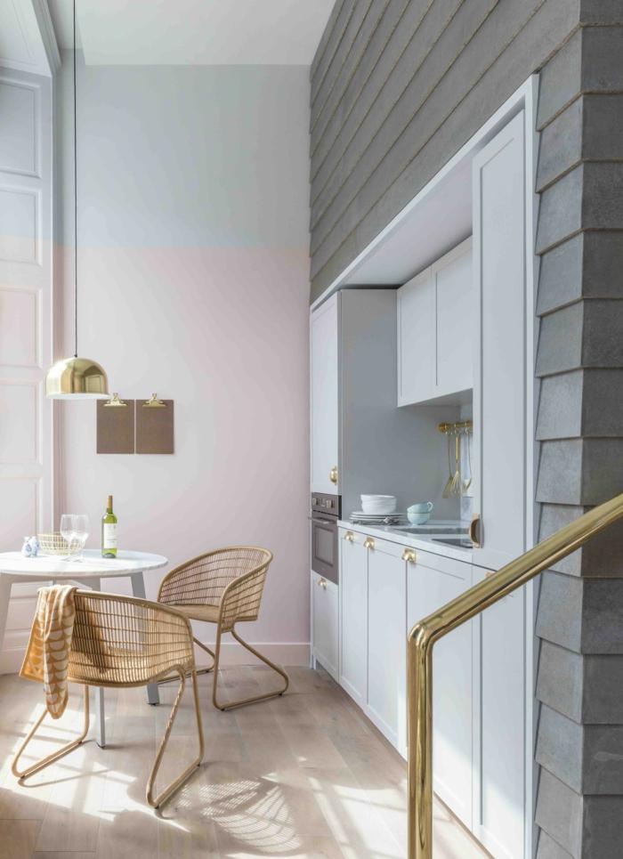 pintura salon dos colores, salón comedor decorado en tonos pastel, pared en rosado y gris