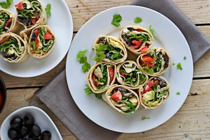 recetas veganas rapidas para desayuno, rollos veganos con muchas verduras, propuestas de aperitivos para toda la familia