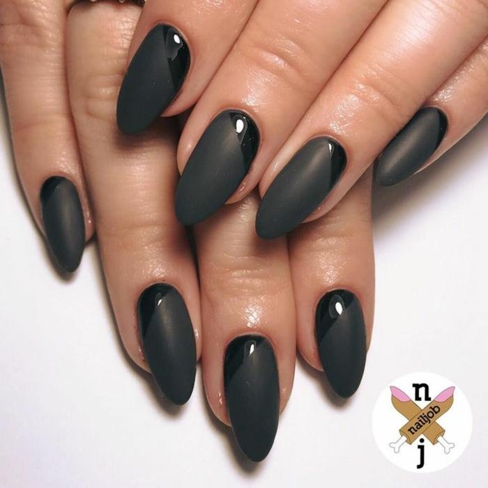 largas y elegantes uñas en negro de forma almendrada, diseños de uñas con acabado mate