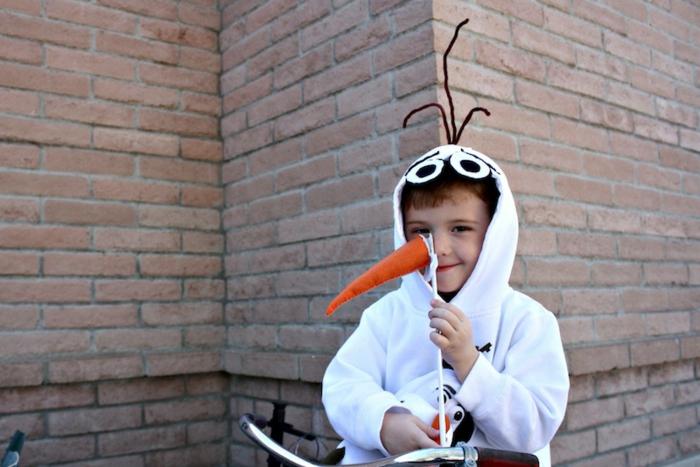 disfraces de carnaval caseros para niños y adultos, disfrace de Olaf super fácil de hacer, nariz zanahoria de peluche