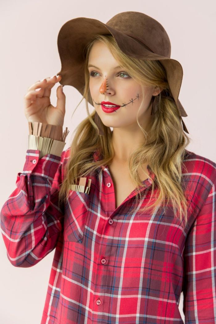 disfraz halloween casero Dorothy de el Mago de Oz, ideas super fáciles sobre cómo disfrazarse de Halloween sin mucho presupuesto