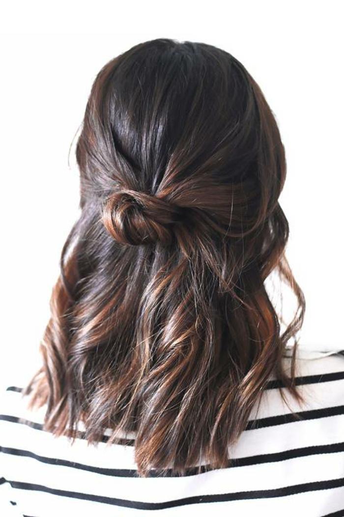 ideas de peinados recogidos faciles en fotos, semirecogido en bucles, media melena con mechas