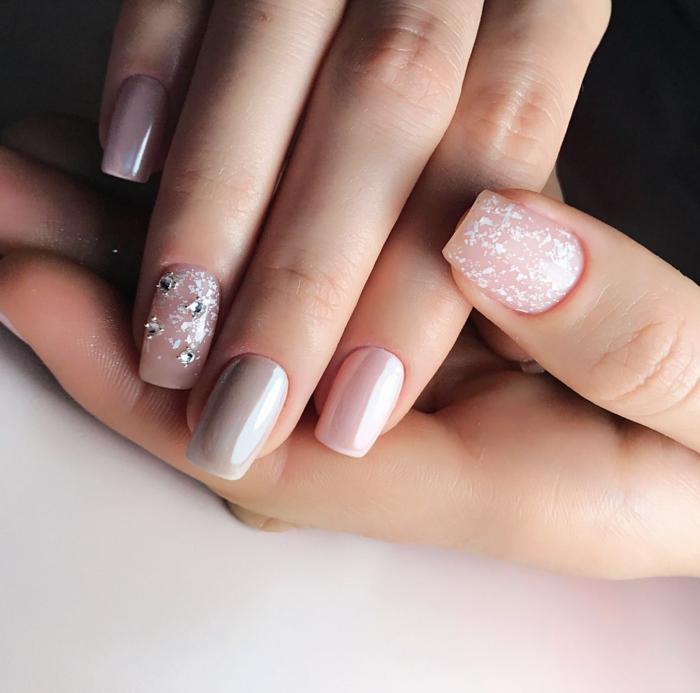 uñas largas en forma cuadrada decoradas en tonos claros pasteles, decoración de uñas 2018