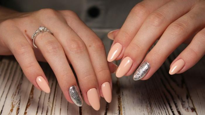 ideas de decoración uñas largas con acrílico, uñas pintadas en color salón y plateado, diseños de uñas 2019