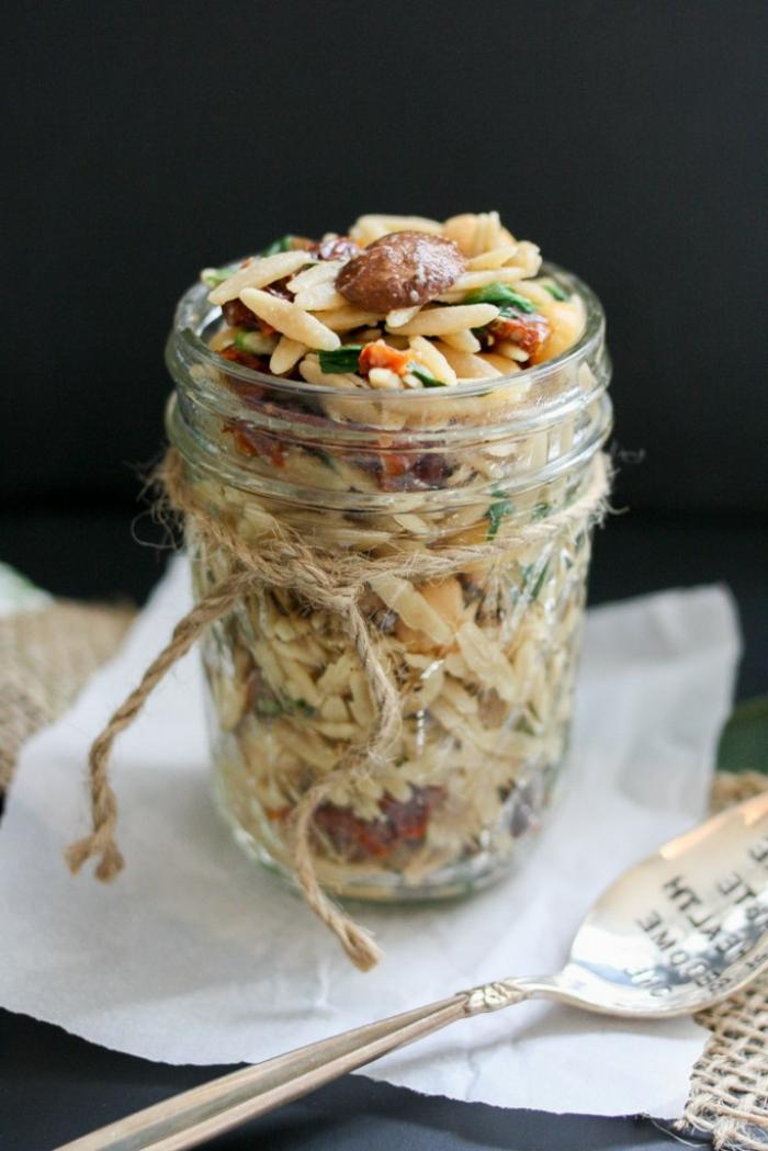 ideas de recetas veganas rapidas en bonitas fotos, arroz con hongos y verduras, ideas que comer hoy