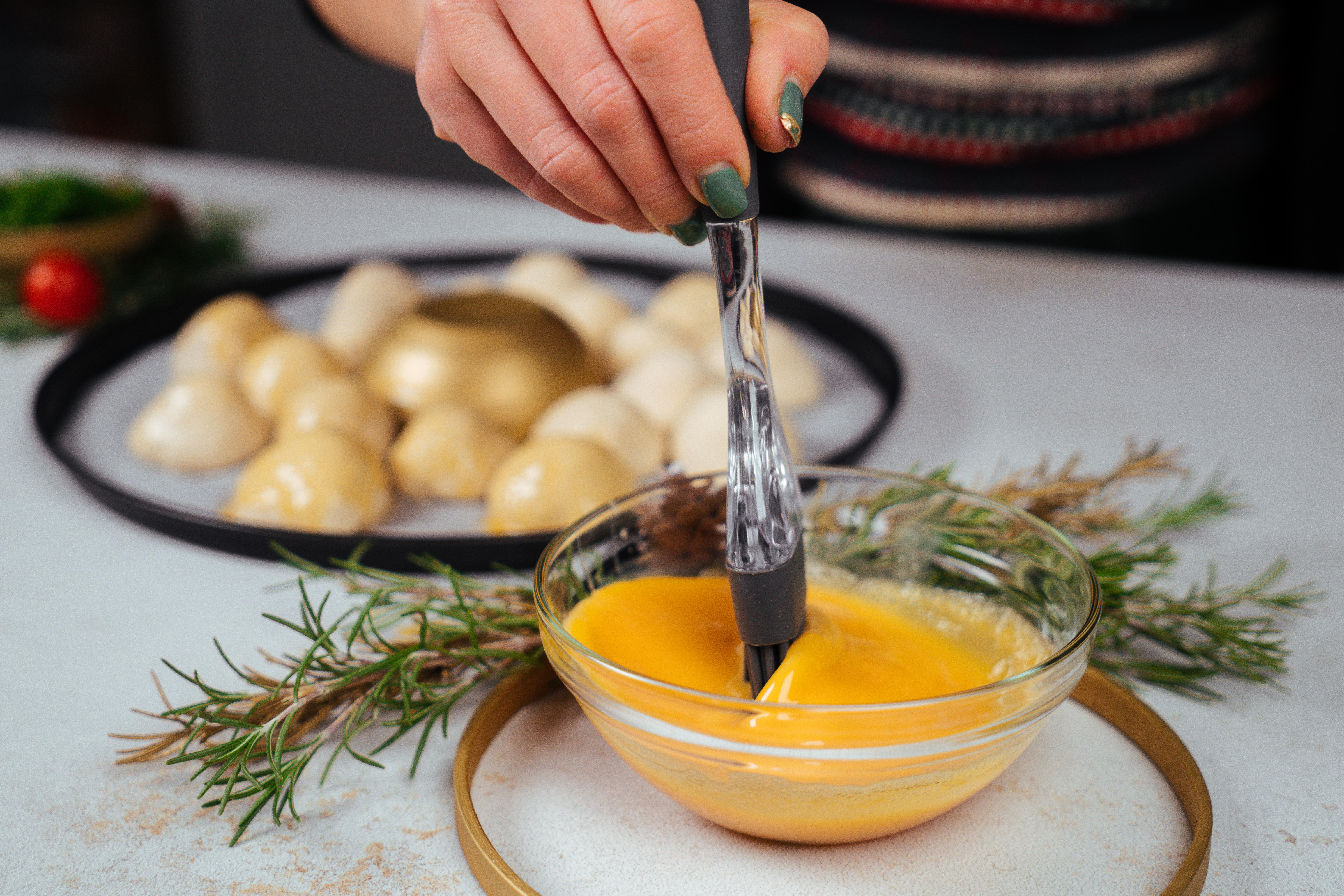 comidas navideñas para toda la familia, pan de navidad casero para preparar en una cena de navidad, untar con yema