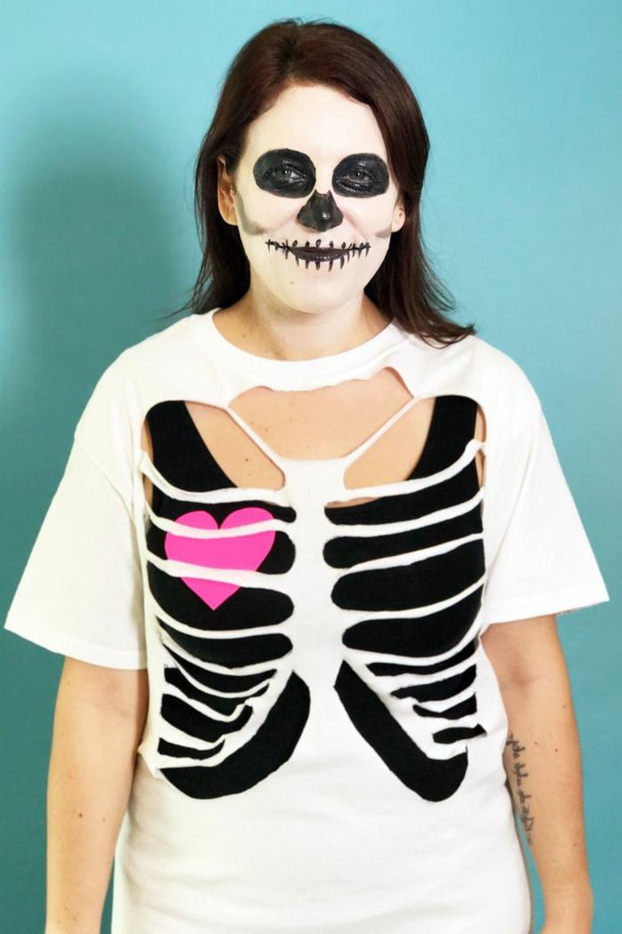 disfraces faciles y rapidos para hombres y mujeres, disfrace esqueleto, ideas para Halloween con poco presupuesto