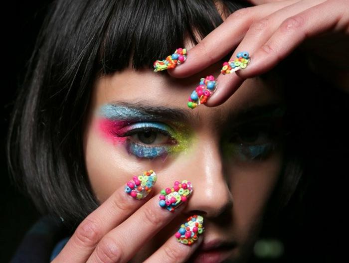 diseños extraordinarios uñas en acrílico, uñas largas con decoración tridimensional pintadas en colores neones