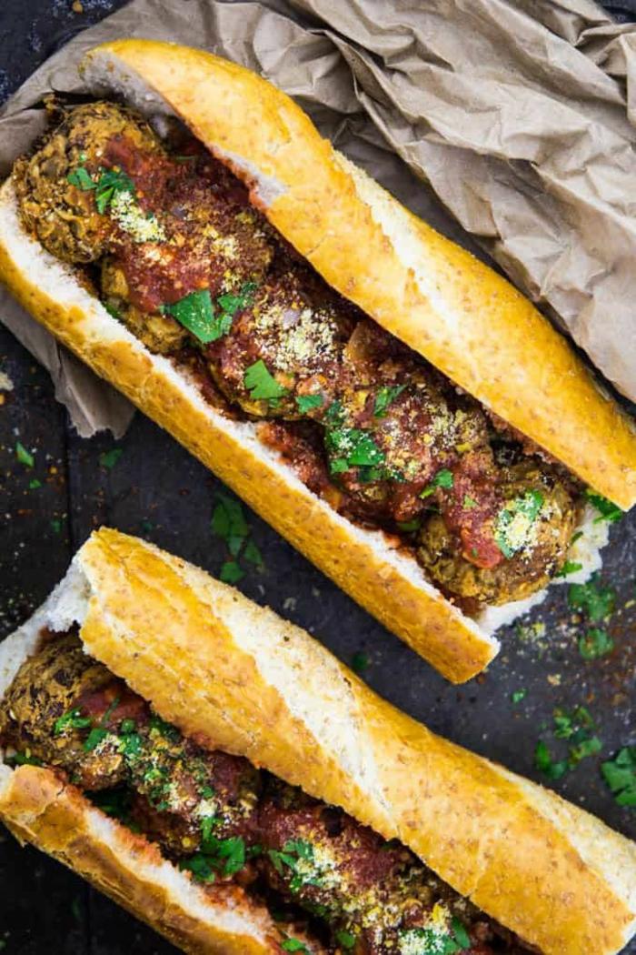 hamburguesas veganas von albondigas hechas de legumbres, bocadillos ricos para veganos y vegetarianos