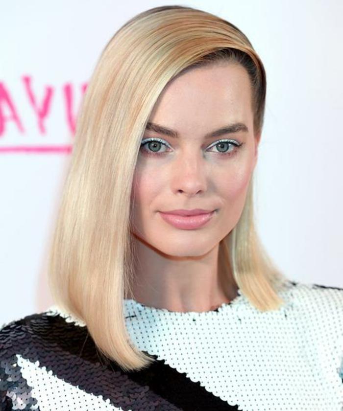 Margot Robbie luciendo media melena suelta ladeada, ideas de peinados faciles y bonitos