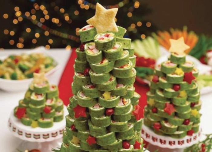 pinchos frios decorados de encanto, árboles de navidad hechos de bocados originales, rollos contortilla de espinacas con pesto y albahaca