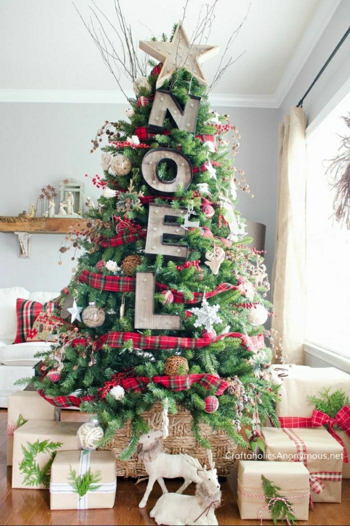 interesantes propuestas de decoración arbol de navidad reciclado, grandes adornos de madera, decoración con cintas de tela