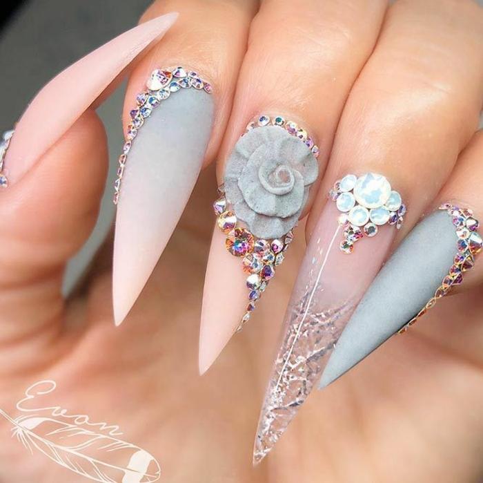 uñas de acrilico muy largas, diseños exclusivos con decoración tridimensional, diseño en rosado y gris