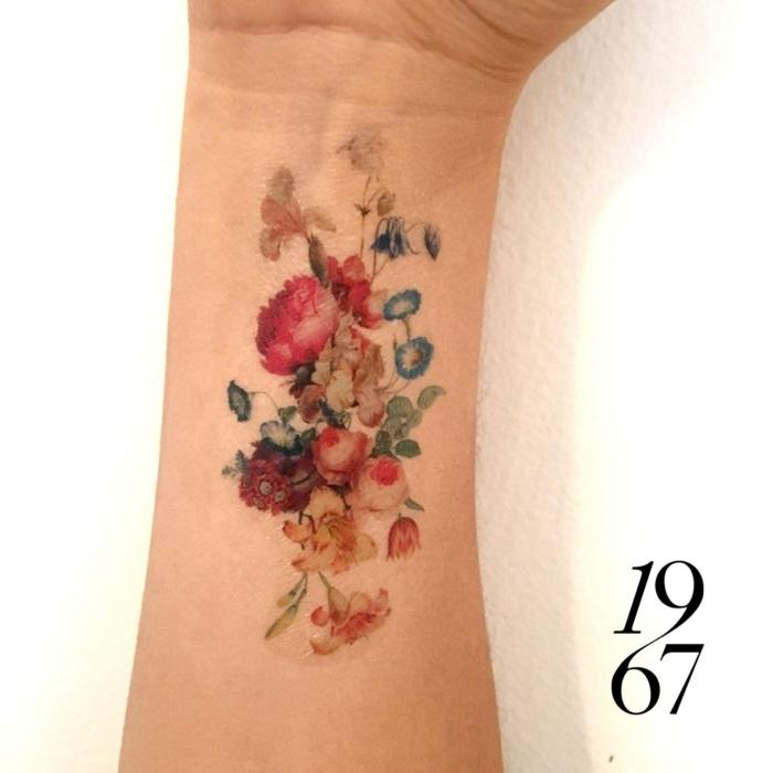 tatuajes inspirados en épocas pasadas, ideas de tatuajes en el brazo y el antebrazo