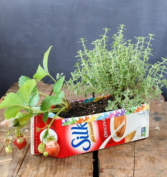 jardineras DIY hechas de cajas de leche reutilizadas, ingeniosas ideas de manualidades con cajas de carton
