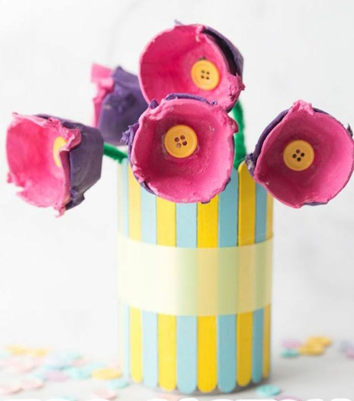 ideas de manualidades con cajas de carton, hueveras y tubos de cartón, bonitas flores, decoración casera
