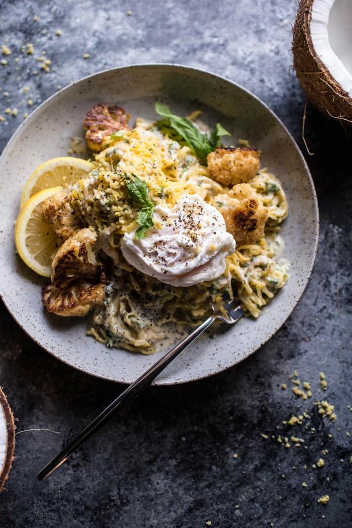 pasta vegana con coliflor, limones, espinacas y tofu, ideas sobre como conseguir una dieta vegana y saludable