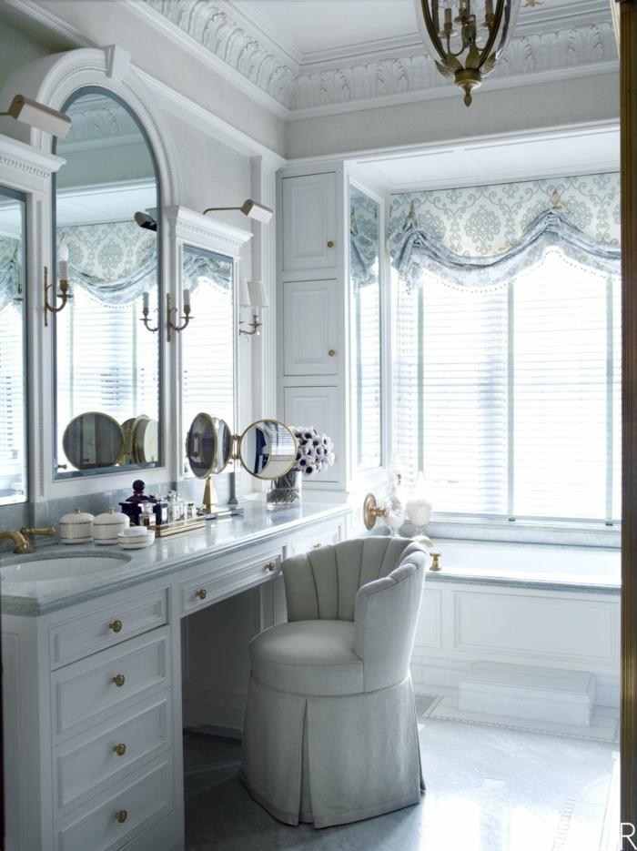 precioso baño blanco decorado en estilo vintage con muebles de diseño, cuartos de baño de diseño