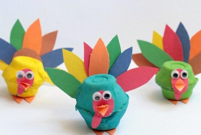 pavos reales DIy hechos de cartón reutilizado, ideas de manualidade para los niños paso a paso