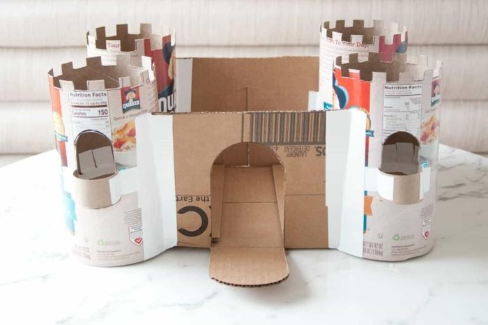 ideas de manualidades con tubos de carton, cajas de cartón y hueveras, manualidades para los pequeños