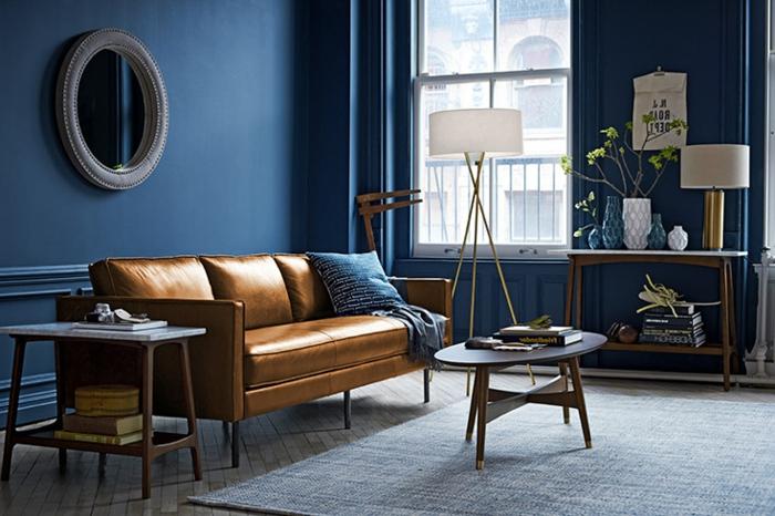 decoración de interiores 2018 2019 últimas tendencias, salón en estilo vintage con paredes azules