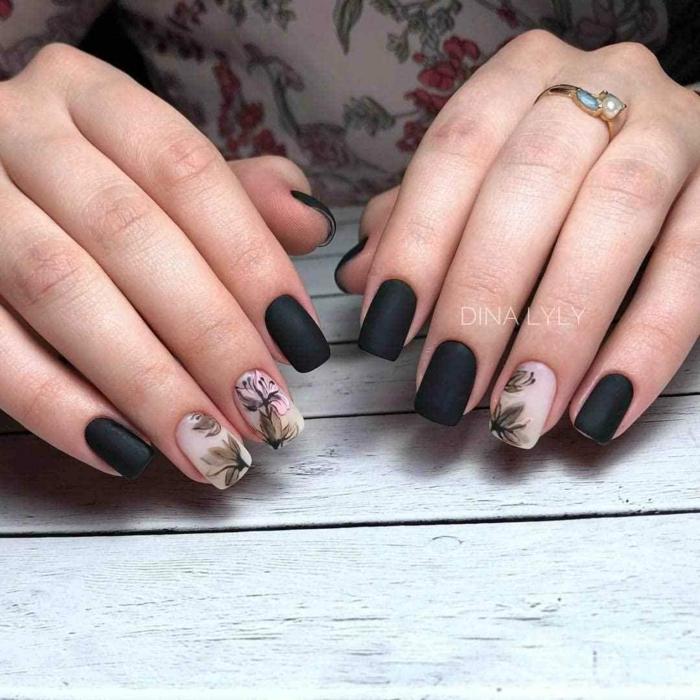 uñas pintadas en negro acabado mate, manicura en acrílico, bonita decoración motivos florales