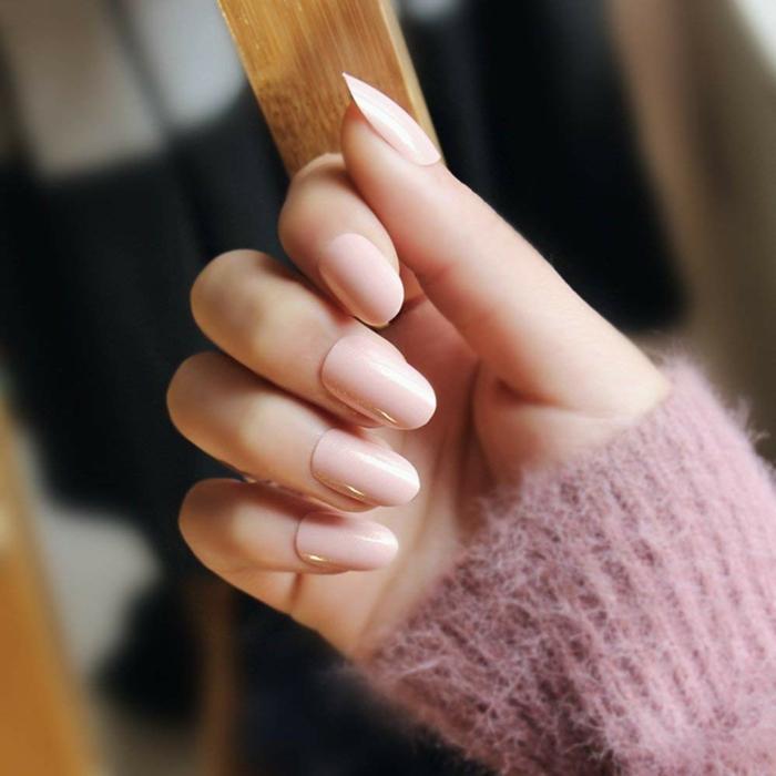 uñas en acrilico en colores pasteles, diseños clásicos y elegantes, uñas pintadas en rosado claro