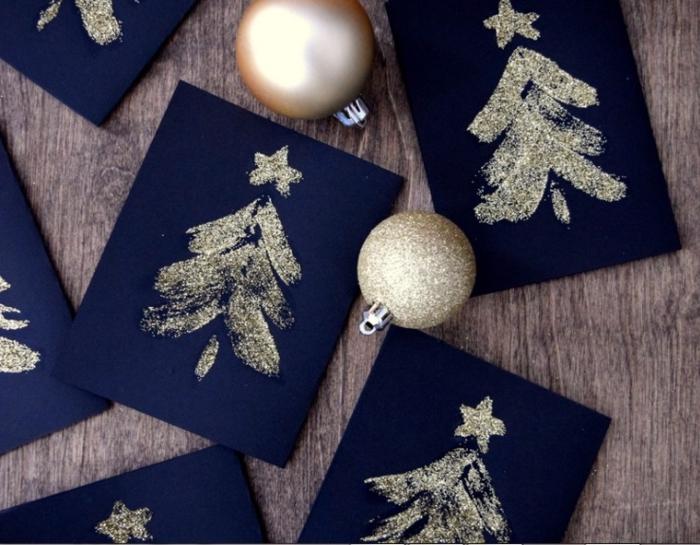 como hacer tarjetas de navidad con purpurina, tarjetas de cartulina color azul oscuro decoradas en dorado