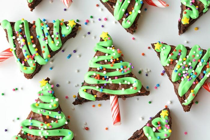 galletas navideñas decoradas de encanto, árboles de navidad con glaseado verde, postres navideños faciles