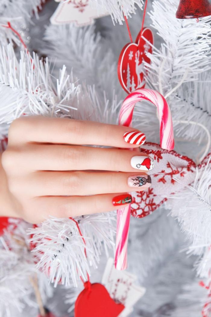 adorables diseños de uñas navideñas en bonitas imágines para escoger el mejor diseño para tu