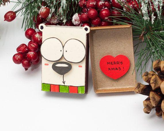 postales de navidad personalizadas hechas de materiales recicladas, caja de cartón decorada