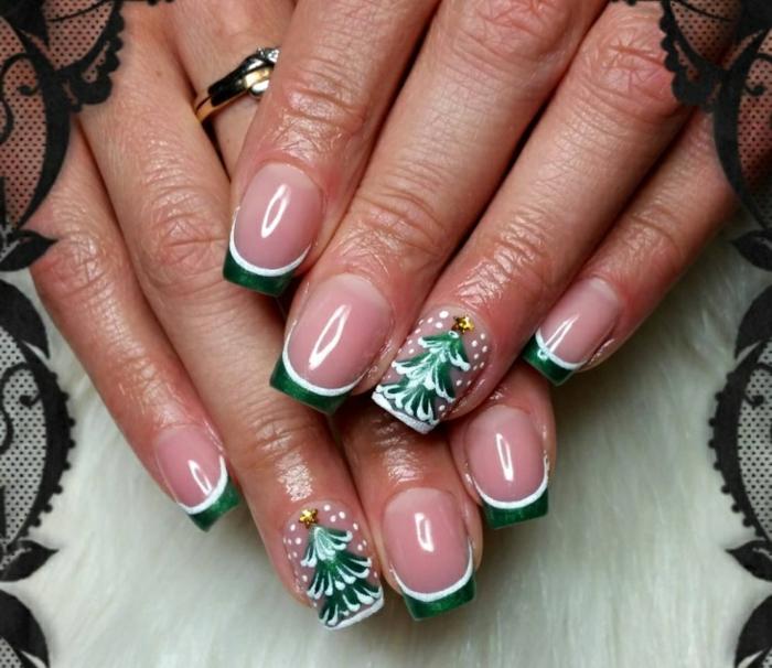 uñas francesas con puntas en verde y blanco y detalles navideños bonitos, dibujos con árboles de Navidad