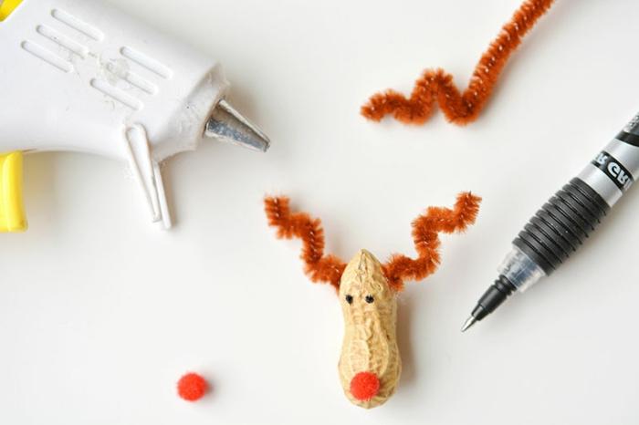 bonitas ideas de manualidades navideñas para hacer en casa, adornos de navidad con materiales naturales