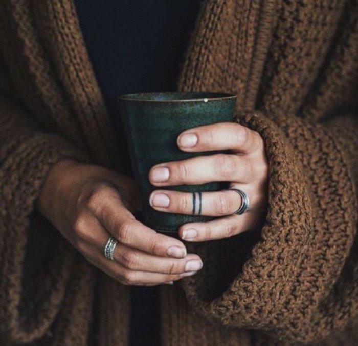 tatuajes diminutos en los dedos, tattoos pequeños para hombres y mujeres, diseños que enamoran